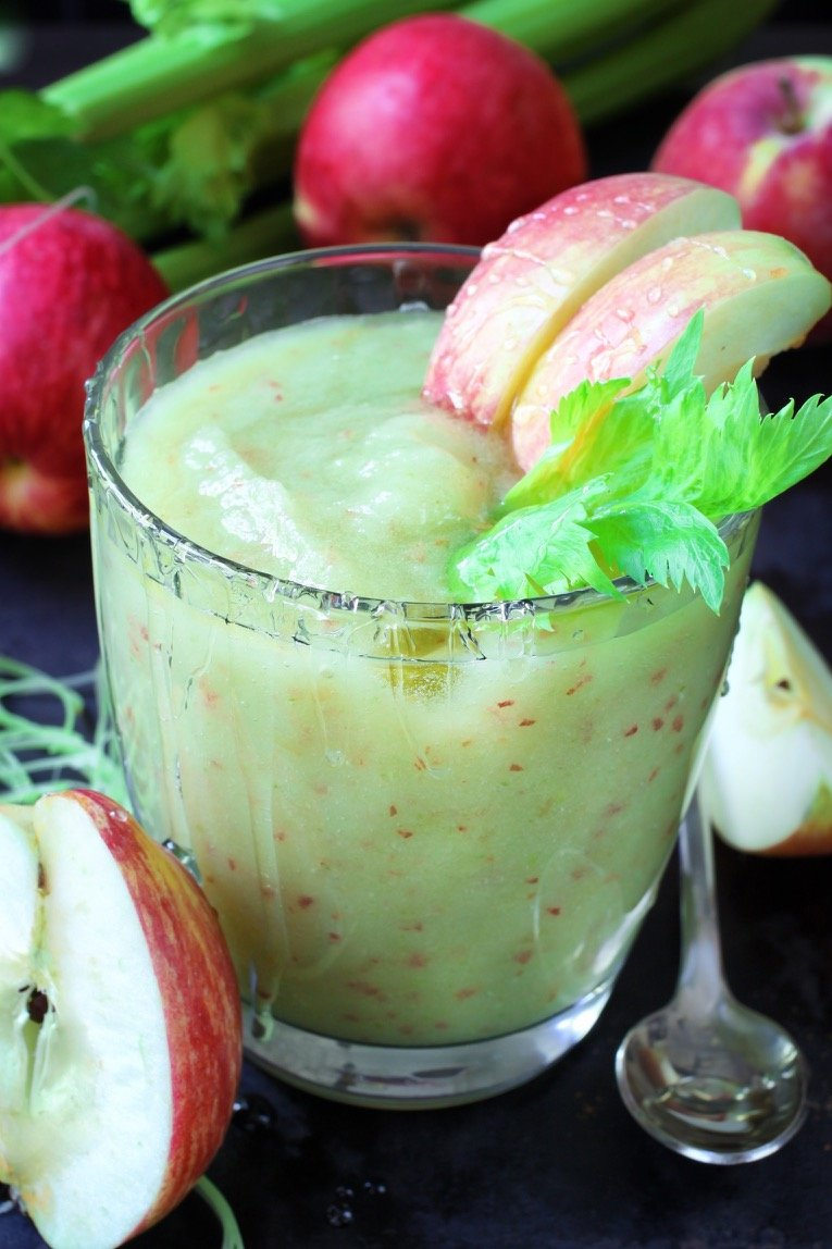 celery-and-apple-smoothie